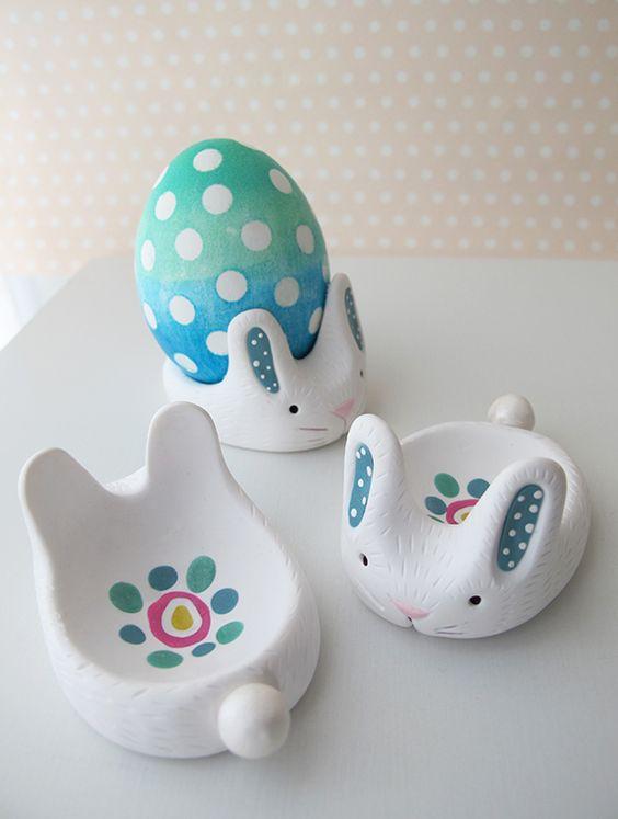 Сегодня мы слепим подставку для пасхального яйца в виде зайчика.